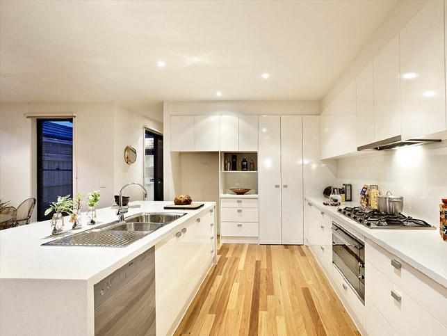 13 Loranne St Bentleigh Kitchen